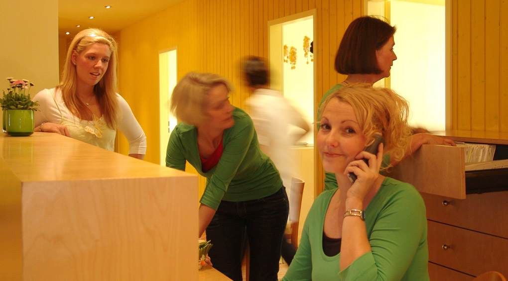 Team - Dr. Farnas Tonkaboni - Kinderärztin in Düsseldorf